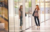 business-woman-opening-door-1997286_1920.jpg